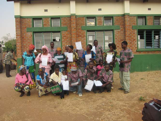 Gruppbild med diplom58b